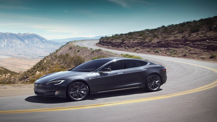 Why is Tesla S car insurance expensive?